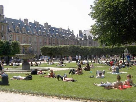 Classic Apartment in the Heart of Marais - Image 1 - Paris - rentals