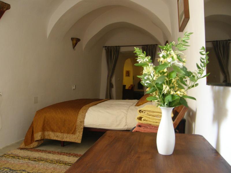 Long bedroom - Rural holiday cave-house, beautiful location, ORCE - Granada - rentals