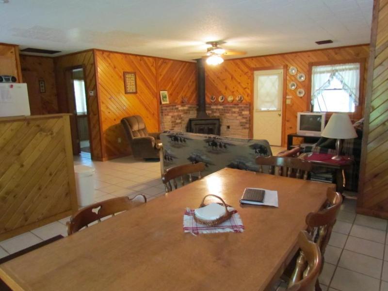 open living space - Kishauwau Cabins near Starved Rock Utica IL Illini - Utica - rentals