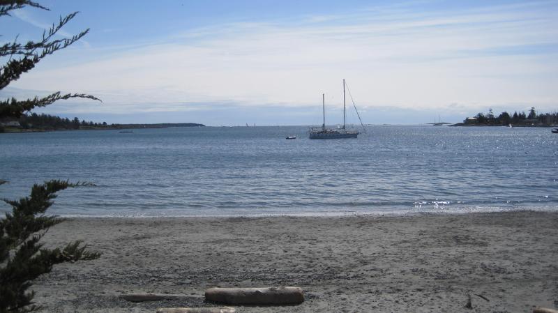 Entrance to Cadboro Bay beach - BEST DEAL IN VICTORIA 4 Bdr Cadboro Bay - Victoria - Victoria - rentals