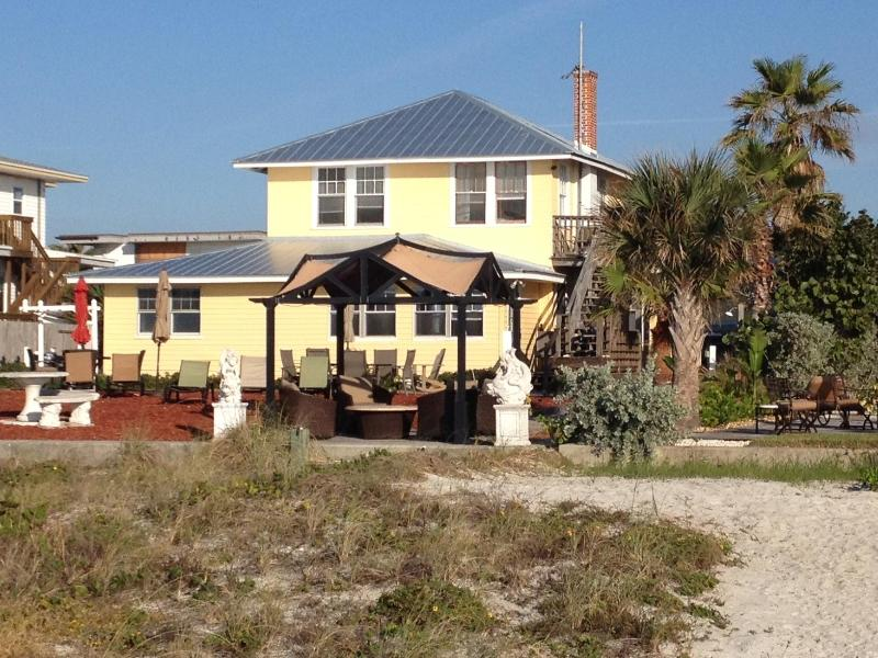 Cottage is on the same beachfront property - Beachfront suite  (sleeps 8) - Indian Shores - rentals