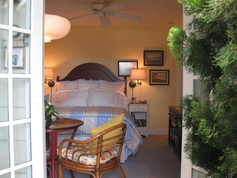 Your Studio offers comfortable Cottage Style craftsman design just a 1/2 block stroll to the beach. - Studio Beach Cottage w/ A/C and Bikes at the Ocean - Pacific Beach - rentals