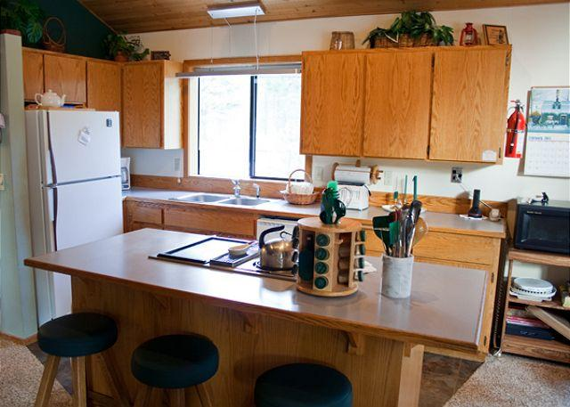 Kitchen - Family Fun Sunriver Home with Hot Tub and Bikes Near the Village - Sunriver - rentals