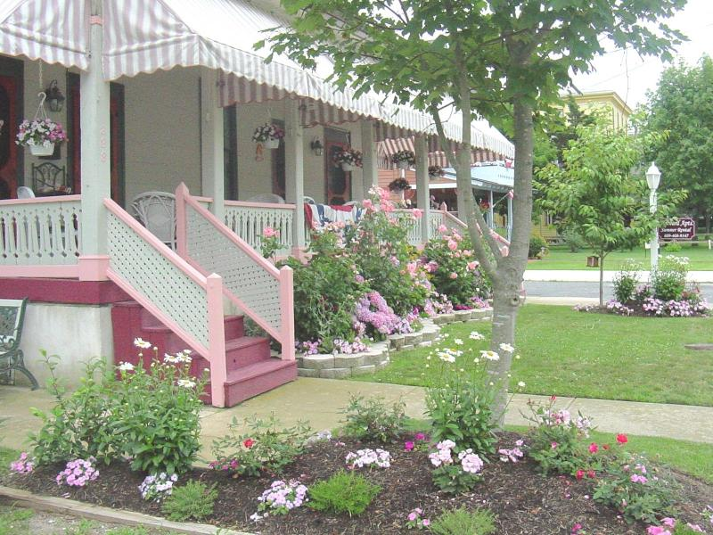 Harvard Apartments is beautifully located on a quiet residential street in the historical section - Apt4-Great Loc! Walk to beach, mall, Congress Hall - Cape May - rentals
