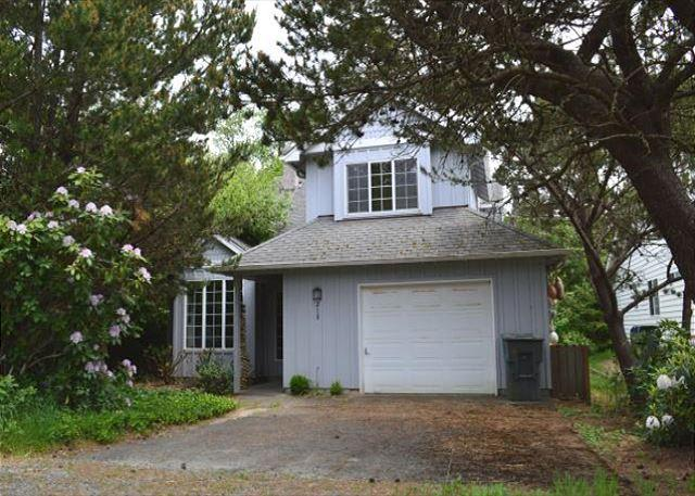 GABLES~Charming house in town  NOW has WIFI!! - Image 1 - Manzanita - rentals