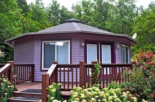 Exterior ~ Amethyst Creek Cottage - Amethyst Creek Cottage-Eco-Friendly Deltec & Writer's Paradise - Gerton - rentals