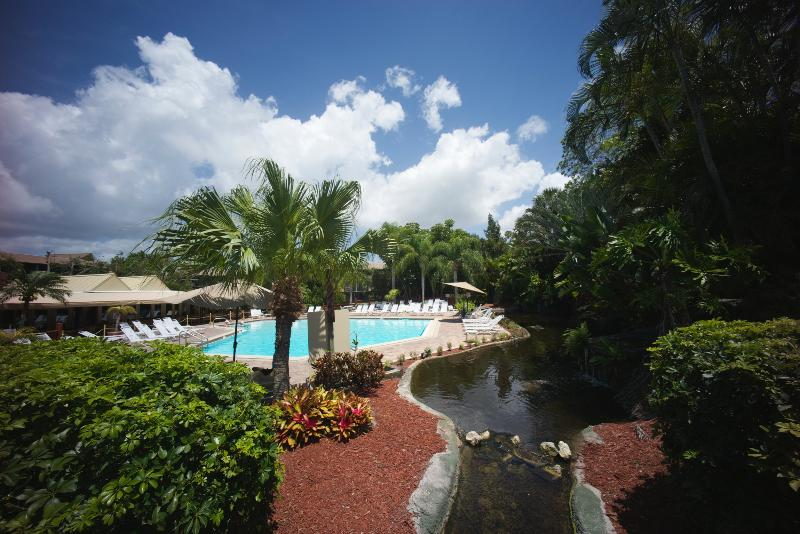 the pool is heated and delightful - Park Shore Resort in Fabulous Naples, Florida - Naples - rentals