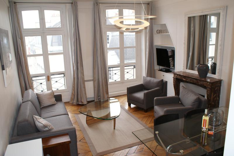 Welcome in our 2 bedrooms 2 bathrooms apartment.. - Lovely 66m² in the Heart of Paris : Montorgueil. - Paris - rentals