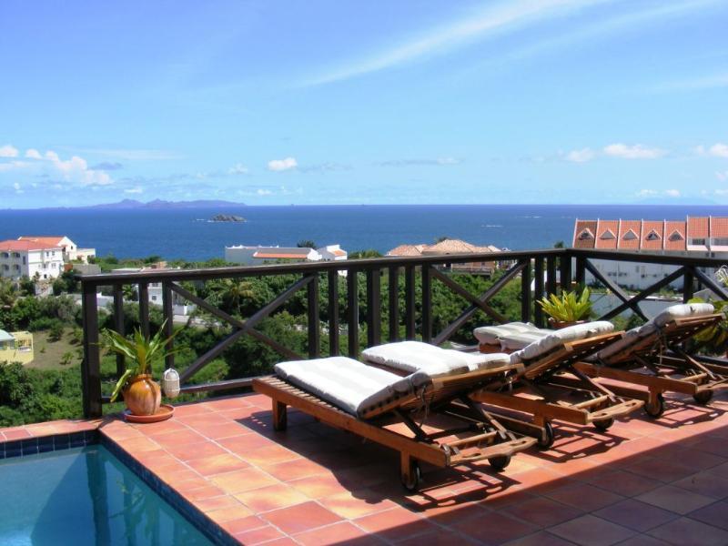 Villa Moondance, Dawn Beach, St Maarten, 2BR vacation rental; - MOONDANCE... sweet, affordable hillside villa with expansive views - Oyster Pond - rentals