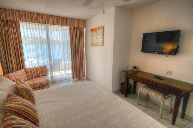 ROYAL PALM BEACH 101 ...Simpson Bay, Dutch St Maarten 800-480-8555 - ROYAL PALM BEACH #101 ...affordable 3 BR beachfront resort!  Close to restaurants & shopping! - Simpson Bay - rentals