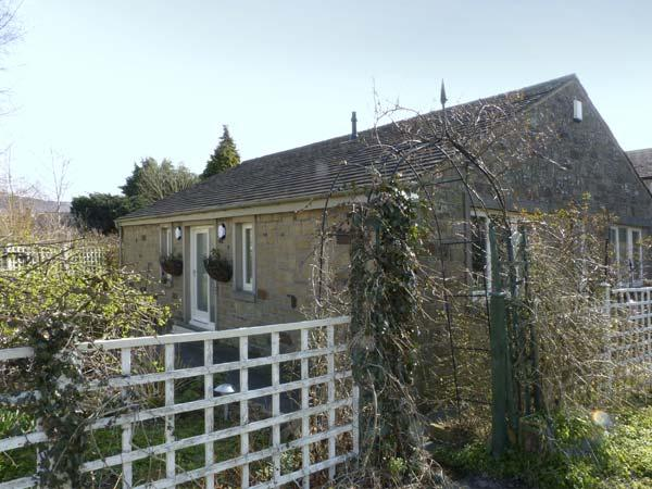 THE ARBOUR, country holiday cottage, with a garden in Gargrave, Ref 5660 - Image 1 - Gargrave - rentals
