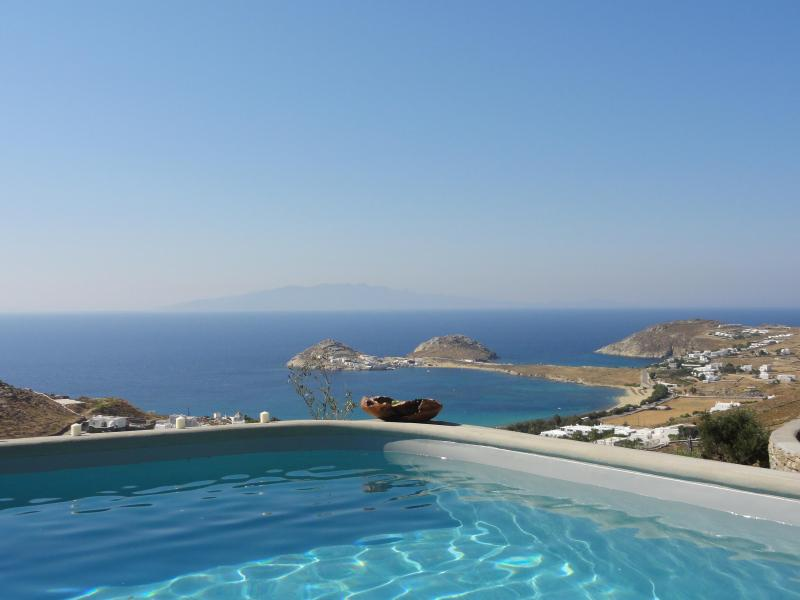 Spectacular view of Kalafatis bay and the island of Naxos - Magnificent Mykonos villa with spectacular views - Kalafatis - rentals