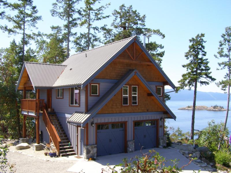 Entry porch side of Blue Orca Cottage - Blue Orca Cottage - Pender Island - rentals