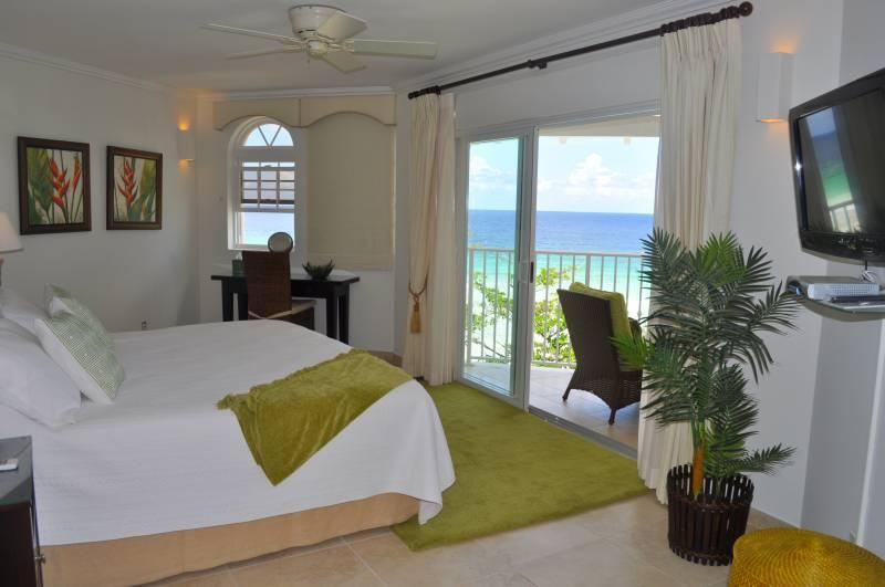 Master Bedroom - Beach front penthouse apartment at Sapphire Beach - Dover - rentals