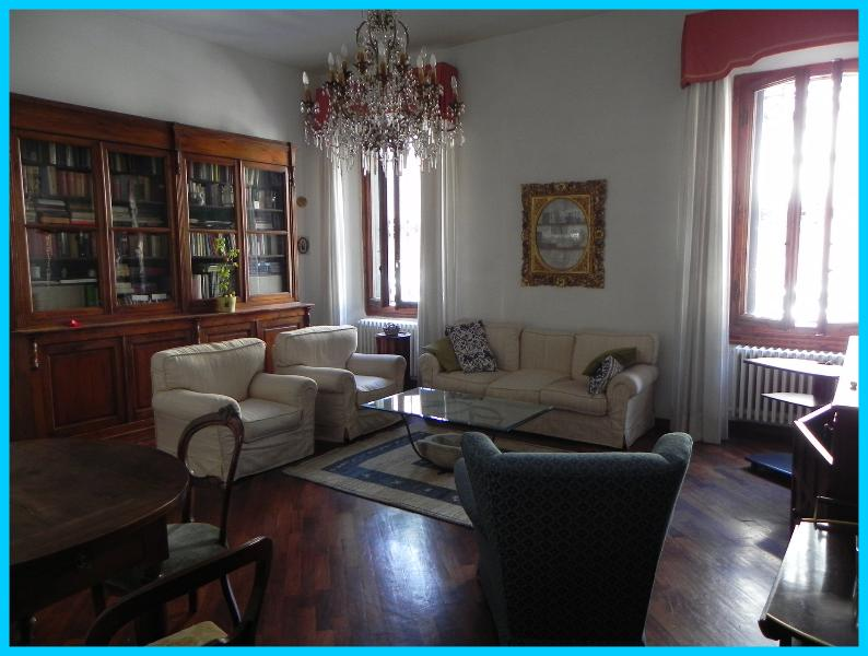 Living Room - Charming Apartment, close to centre, with parking - Florence - rentals
