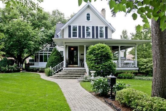 Wrap around porch - Landmark Historic Home / Walk to Train for Chicago - Lemont - rentals