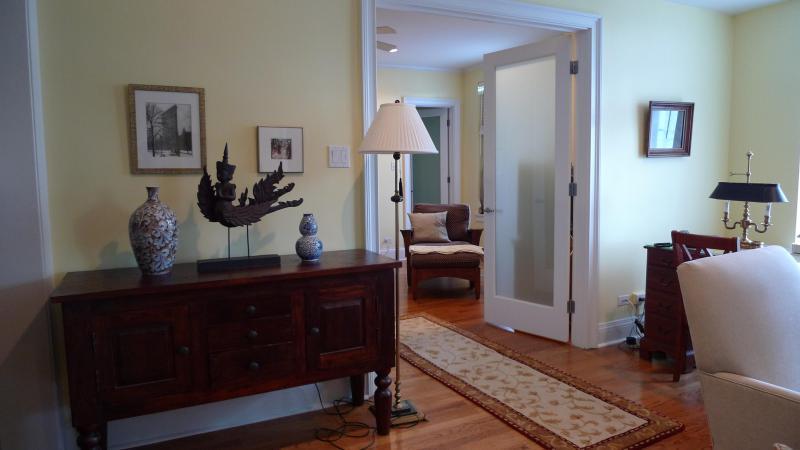 the 1 bedr apt living room - 1 bedroom furnished apt elegant, close to the lake - Chicago - rentals