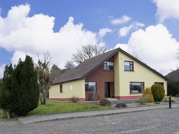 5 CASTLE VIEW, family friendly, country holiday cottage, with a garden in Manorhamilton, County Leitrim, Ref 4620 - Image 1 - Manor Hamilton - rentals
