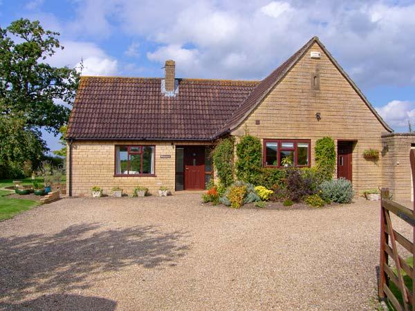 PEACEMERE, pet friendly, country holiday cottage, with a garden in Gillingham, Ref 5270 - Image 1 - Gillingham - rentals