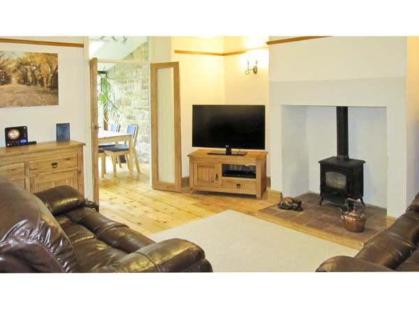 RIBBLE VALLEY COTTAGE, pet friendly, country holiday cottage, with a garden in Ribchester, Ref 5113 - Image 1 - Ribchester - rentals