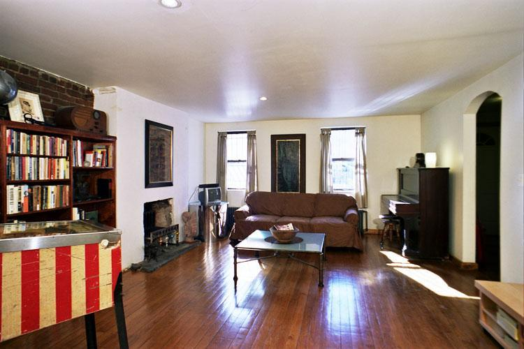 Living Room - Large garden apartment in townhouse sleeps 2 - New York City - rentals