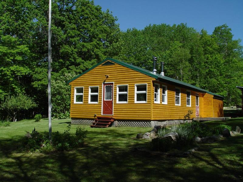 Our Cozy Log Cabin - Lakefront Cabin near Baxter Park & Mt. Katahdin - Millinocket - rentals