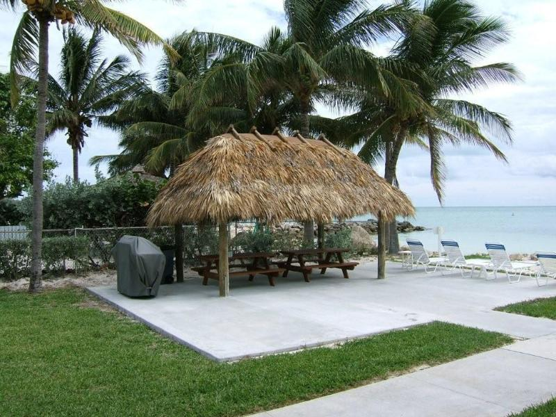 Tiki hut & grills by the ocean - 2 Bedroom, 2 Bath Condo in the Florida Keys - Key Colony Beach - rentals