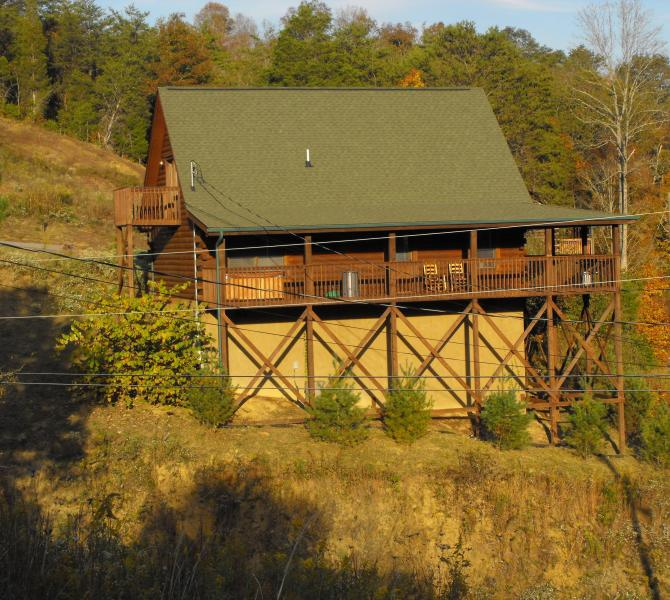 """""""Our Corner of the Smokies' sits in a quite area - Come Celebrate the Smokies Free Wi-Fi,  Book Now! - Sevierville - rentals"""