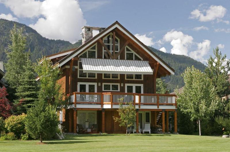 Exterior Back in summer - Luxury 5 bedroom, 6 bath Whistler mountain chalet - Whistler - rentals