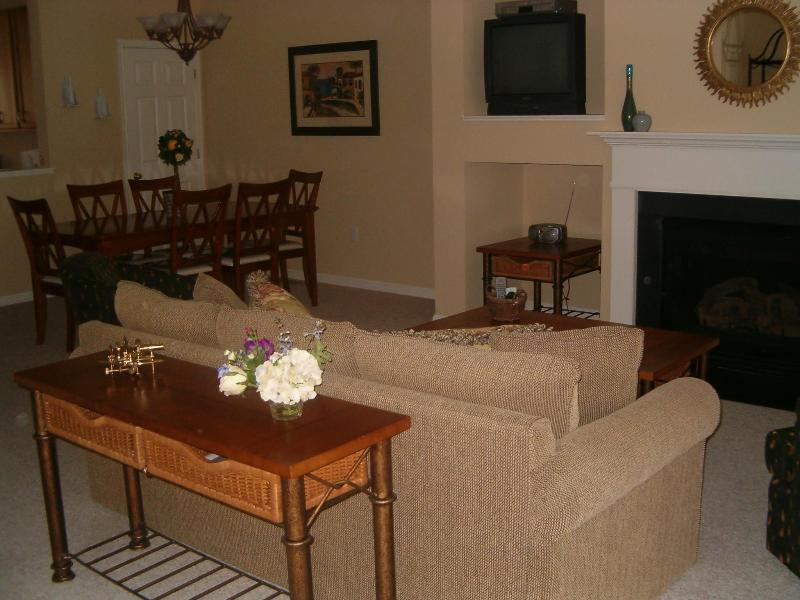 Comfortable spacious Living Room and Dining Room - Bear Trap Resort - Beautiful Bethany Beach Villa - Bethany Beach - rentals