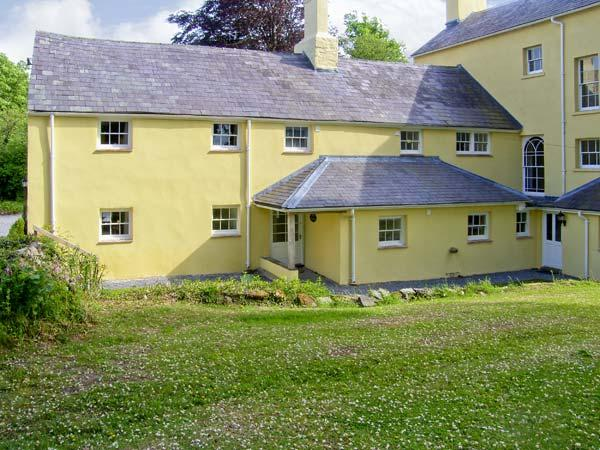 THE BEECHES, family friendly, character holiday cottage, with a garden in Carmarthen, Ref 7026 - Image 1 - Carmarthen - rentals