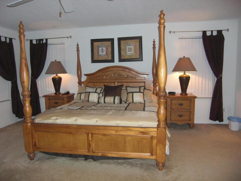 Master King Bedroom with Bathroom (En-suite) - Huge 4 Bed, 3.5 Bath-Disney 10 mins,BBQ,Pool & Spa - Davenport - rentals