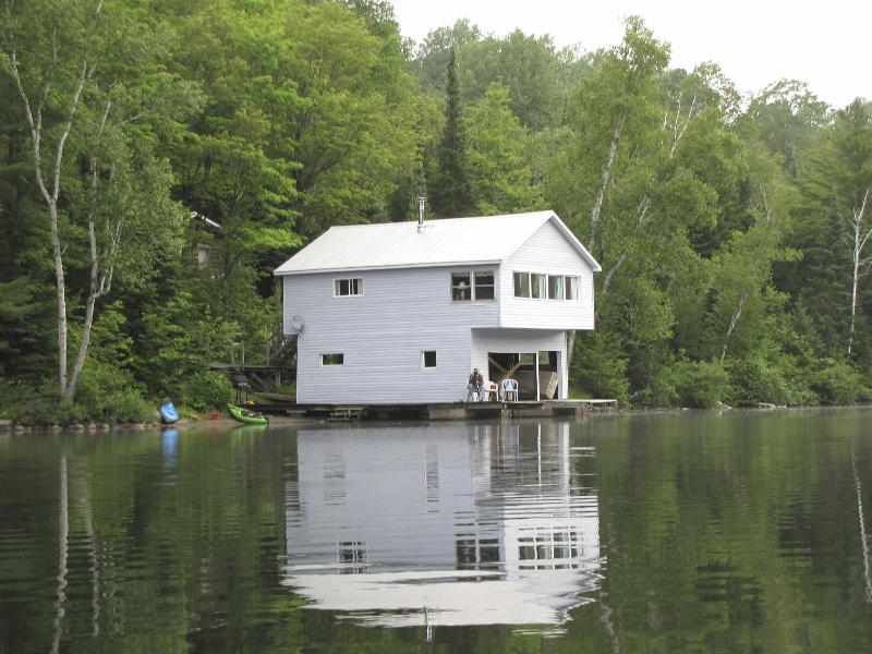 Lakeview - Boathouse - 2 Bedroom Lake front Cottage! - Bancroft - rentals