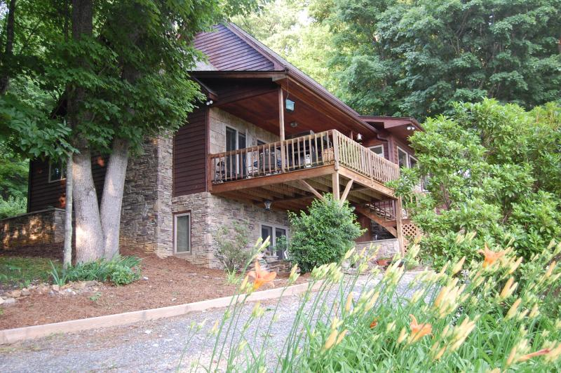 Lower drive for lower entry access - Deer Crossing Cabin - Boone - rentals