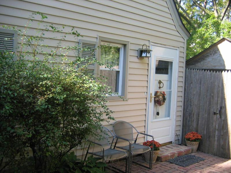 Front door - Just north of Chicago - Winnetka - rentals