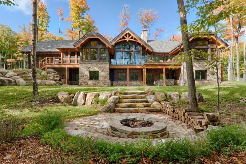 Exterior back view with firepit - Modern Deluxe Villa 5brs Private Spa, Billiards - Mont Tremblant - rentals