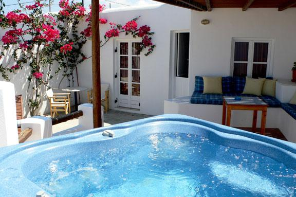 Jacuzzi & patio - Lovers'Paradise-w/private swimming pool & Jacuzzi - Kastraki - rentals