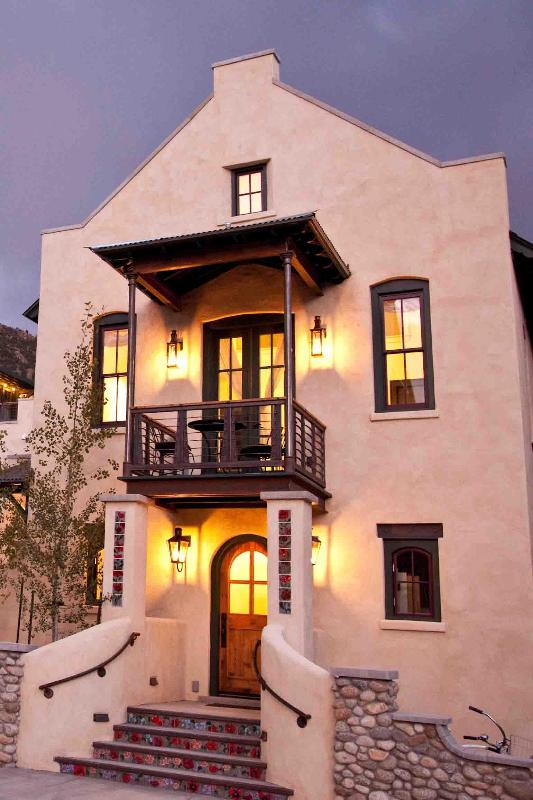 Your beautiful accomodations - Luxurious Guest House Near River in Hip Downtown - Buena Vista - rentals