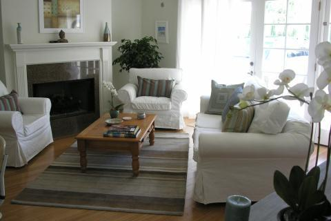 Living room w/fireplace - Romantic Garden Guest house near Universal Studios - Los Angeles - rentals