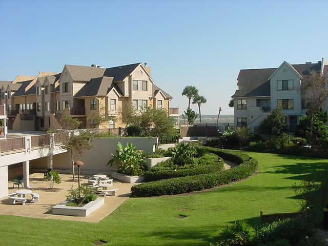 Our building (on left) and the courtyard - Oceanfront 3 bedroom condo on Fripp Island, S.C. - Fripp Island - rentals