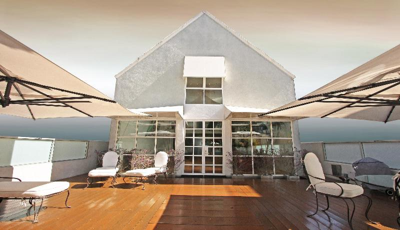 Front Of House - Eric Clapton's Amazing House on Venice Beach - Los Angeles - rentals