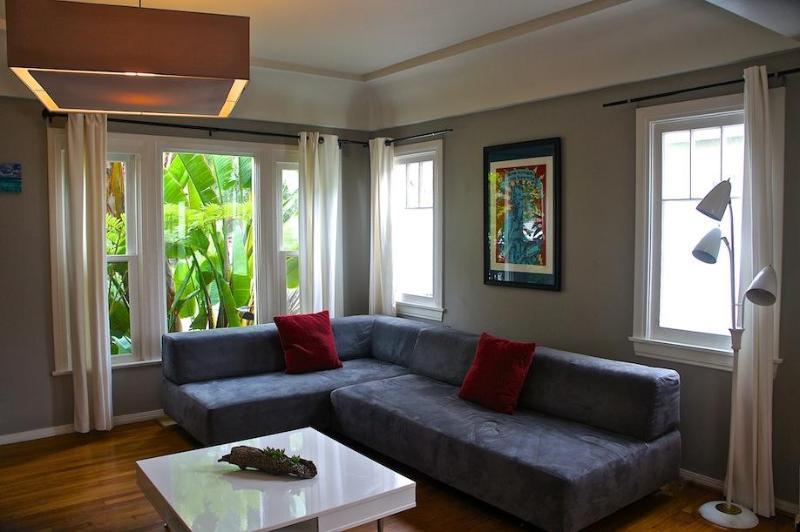 Living Room - 6th Avenue Venice Sanctuary borders Santa Monica - Los Angeles - rentals