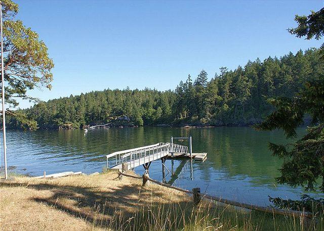 The Rocky Bay Retreat has its own private (seasonal) dock. - Rocky Bay Retreat - Friday Harbor - rentals