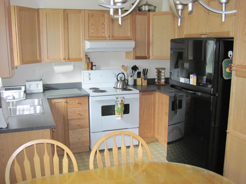 Kitchen, Eagles Townhouse - Chinook Lodge - Masset - rentals