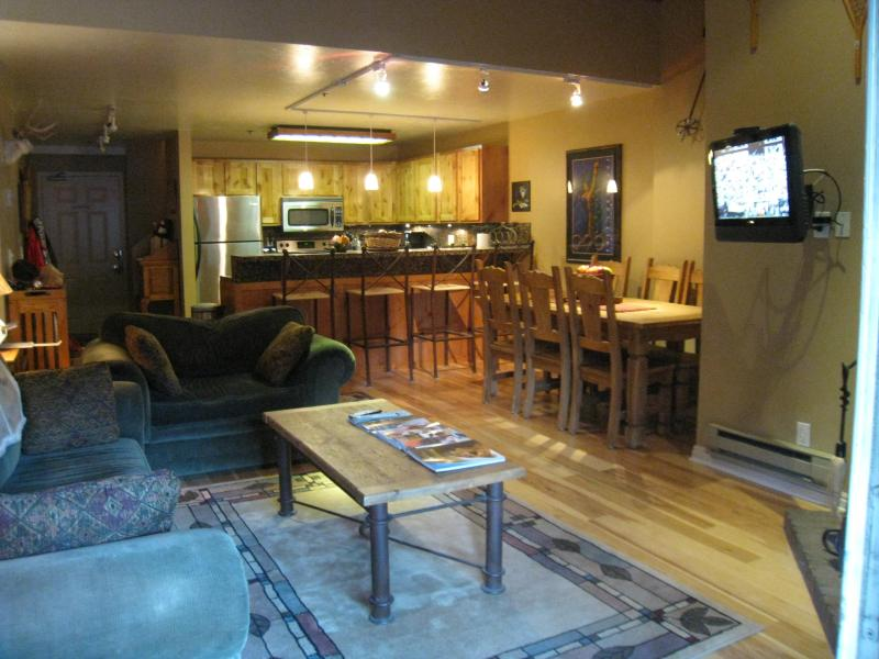 living room and kitchen - Park City Utah Vacation Rental Snowblaze # 307 - Park City - rentals