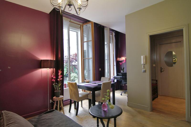 beautiful view on the garden - Luxury Self-Catering Bed and Breakfast at Maison Zen - Paris - rentals