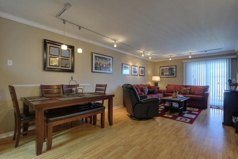 Elegant living room - Unique 1st Floor Unit w/large deck, parking & WiFi - San Francisco - rentals