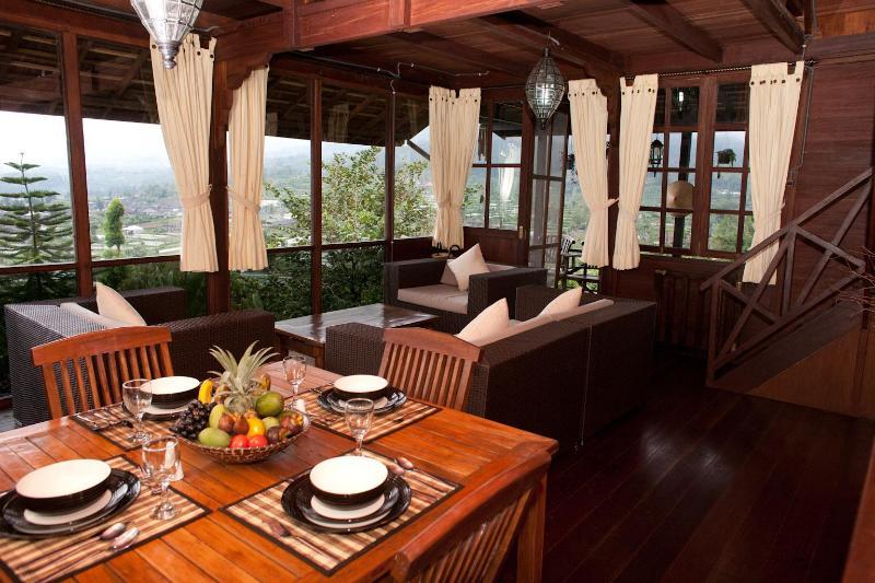 Large sitting/dining room with stunning views of lake Beratan & Bedugul valley - Mountain Lakeside Villa. Amazing views. Daily maid - Candi Kuning - rentals