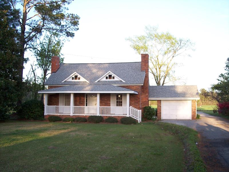 farmhouse on 150 acre cattle farm near beach - Image 1 - North Myrtle Beach - rentals