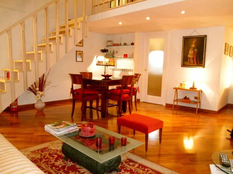 The elegant and spacious  Living Room - Beautiful flat: Campo de Fiori apartment - Rome - rentals